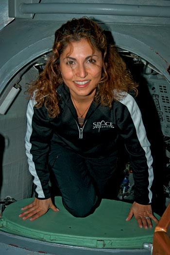 Четвертая космическая туристка Ануше Ансари продолжает активно содействовать развитию прорывных технологий благодаря своему фонду Ansari X-Prize и взаимодействовать с компанией Space Adventures